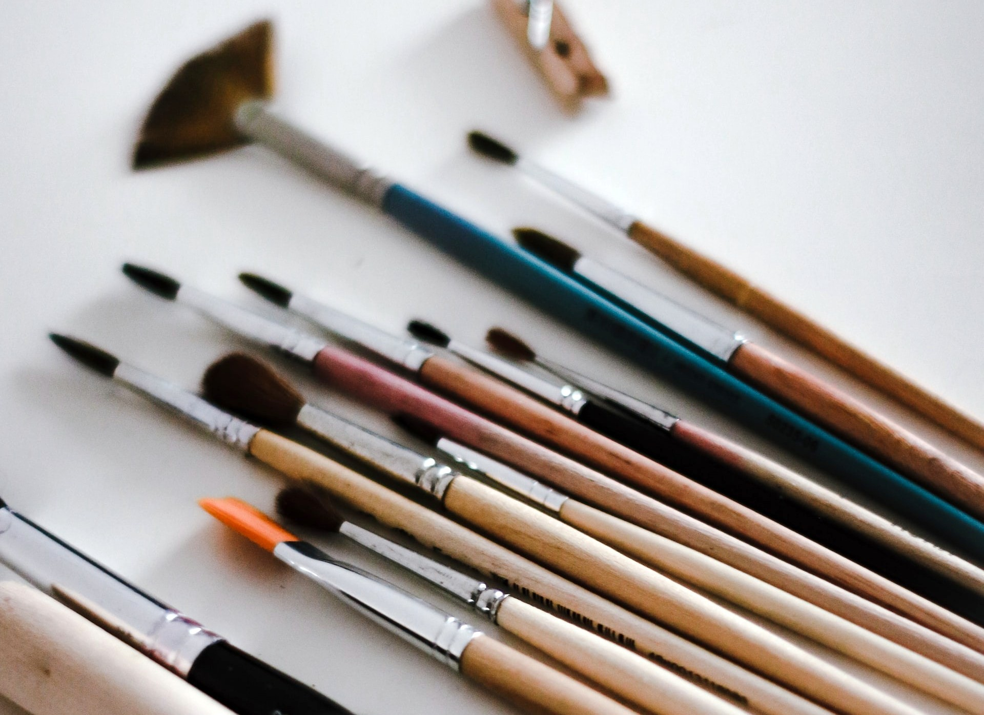 En savoir plus sur nos artistes: les peintres et dessinateurs